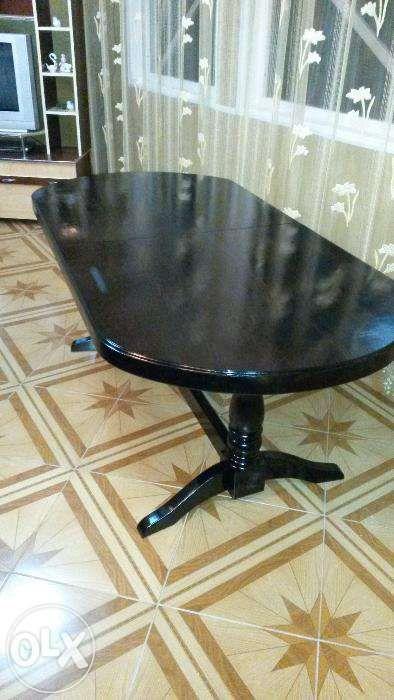 Masa ovala extensibila lemn masiv si scaune lemn Model 9