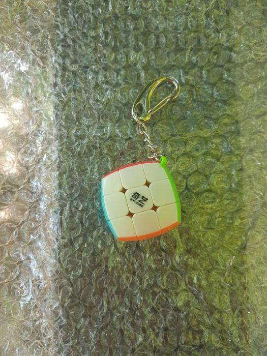 Vand Breloc Cub Rubik Qiyi 3x3x3 Stickerless tip perna pillow nou