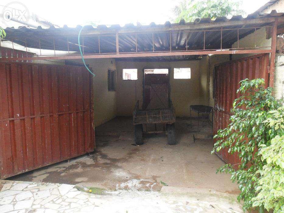 Vende-se/arrenda-se casa no bairro do maxaquene av. flpm Maputo - imagem 4