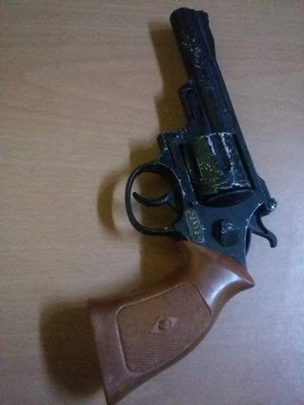 Jucarie,pistol vechi de jucarie,stare superba,functional,pistol panopl
