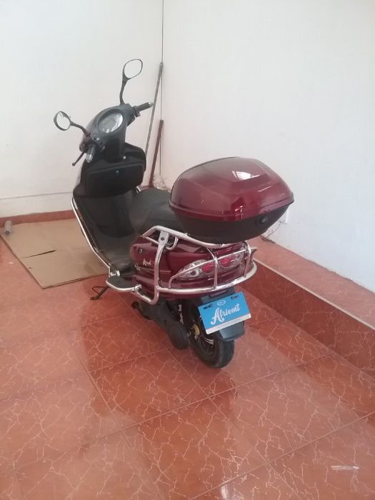 Accelera Eletrica Scooter Mota