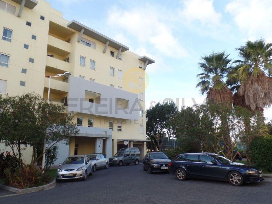 Apartamento T3, Condominio Parque Colombo, junto ao Metro e Centro Com