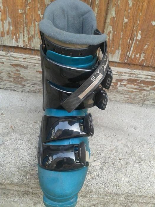 "обувки за ски и ски ""Атомик'' с автомати, сноуборд с обувки и калъф"