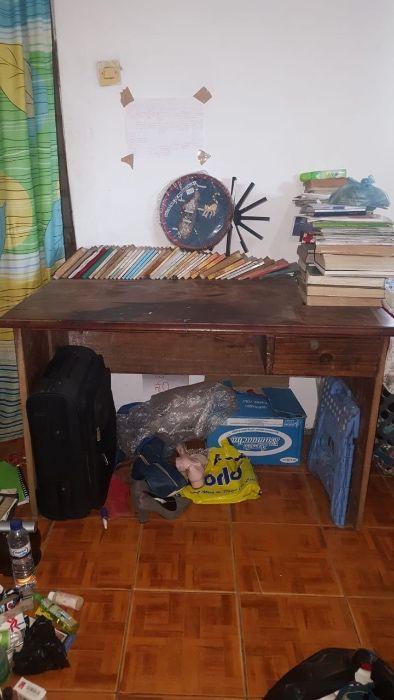 Secretaria de madeira de escritório com cadeira