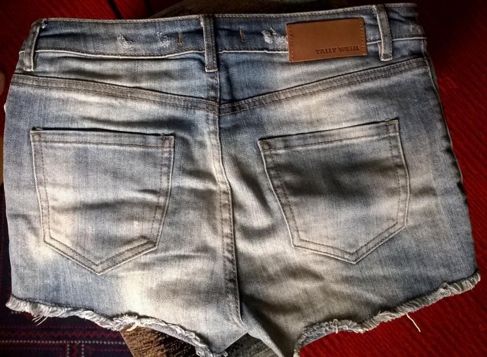 Продам шорты джинсовые женские