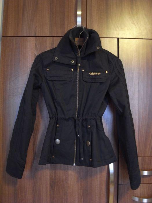 Продавам страхотно черно яке за есента, марка Адидас, размер 34