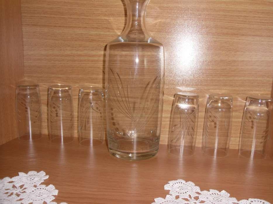 serviciu sticla vintage cu pahare mari si mici