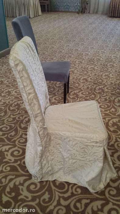 Vand huse scaune ideale pentru restaurante sau saloane de evenimente
