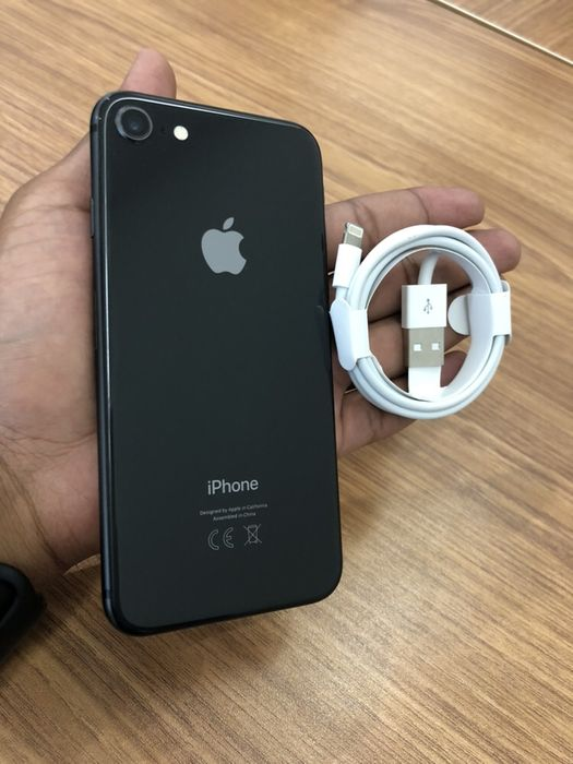Apple IPhone 8 64GB novo com cabo