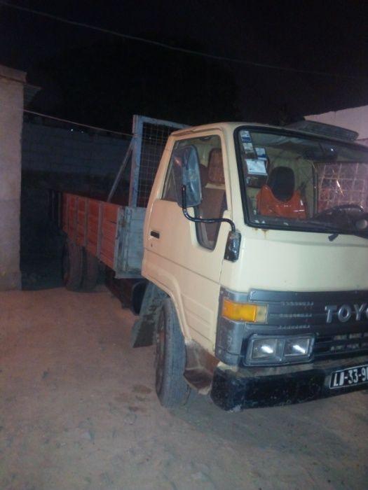 Carcaça de Toyota Dyna Carrinha
