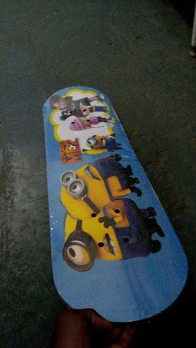 Skates novos pra mininos dos 5 a 10 anos de idade com personagens