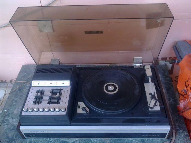 Проигрыватель виниловых пластинок Мелодия 103 стерео