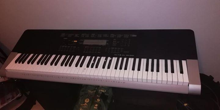Piano/Órgão Casio wk 240