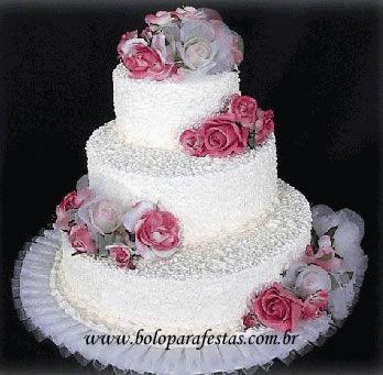 estamos faz se bolos de aniversario e de casamentos