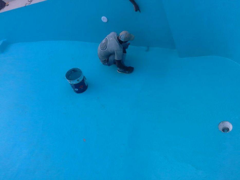 Construção e reparação de piscinas fazemos também manutenção