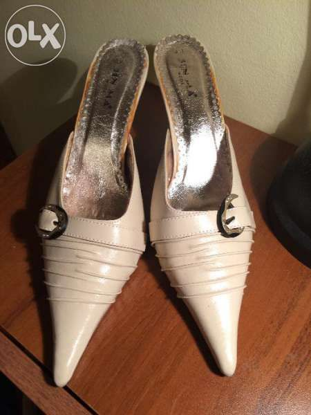 продавам бежови официални дамски обувки 41 номер
