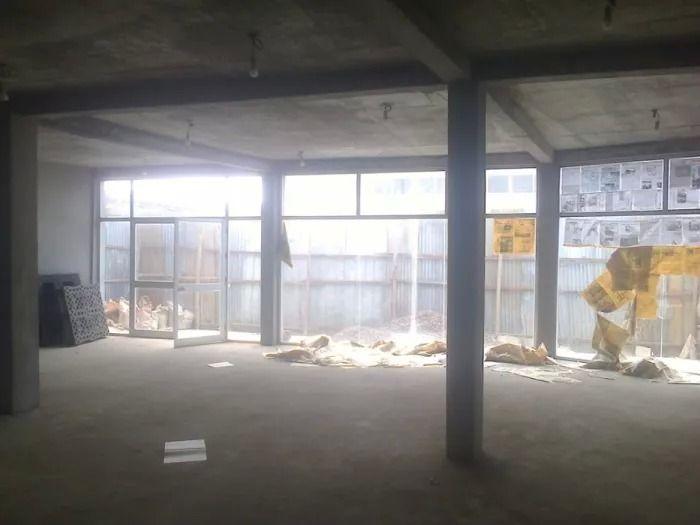 Arrenda-se uma loja com área útil de 120m2/via principal da Toyota Samba - imagem 2