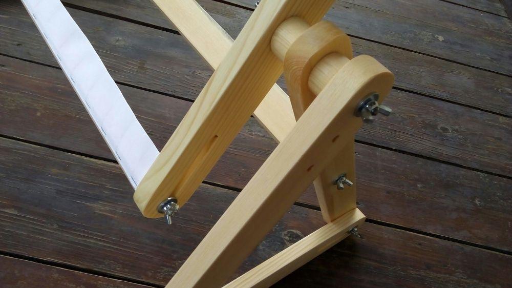 Диванный станок для вышивания крестом.