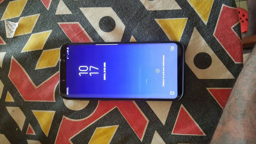 Estou a vender o meu Samsung s8+ com um risco zinho no visor
