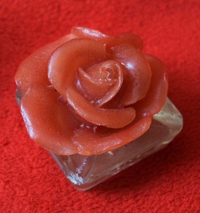 Lumanare trandafir pe suport de sticla