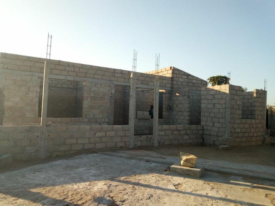 Casa inacabada em t2 em tsalala proximo estrada no tereno de 30x20