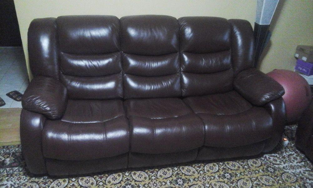 Set canapea extensibila si fotoliu din piele naturala maro