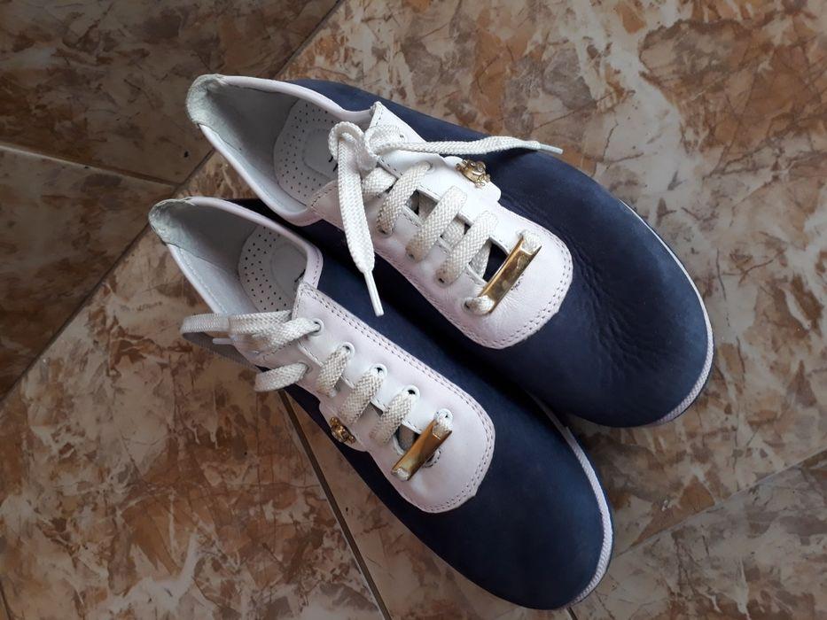 Дамски спортни обувки,номер 36