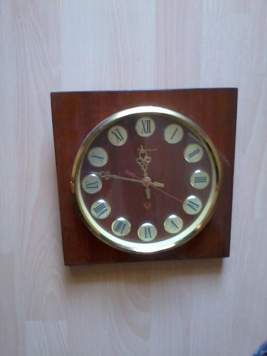 Стар стенен часовник