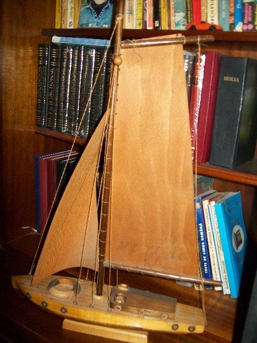 Corabie din lemn - Jucarie din anul 1978