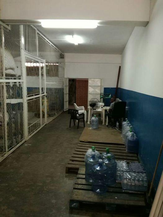 Vende-se armazém na av. 24 de julho Alto-Maé - imagem 3