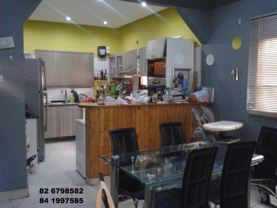 Vende-se LUXUOSA Casa T2 Cozinha e WC interna em Hulene (Tekana)