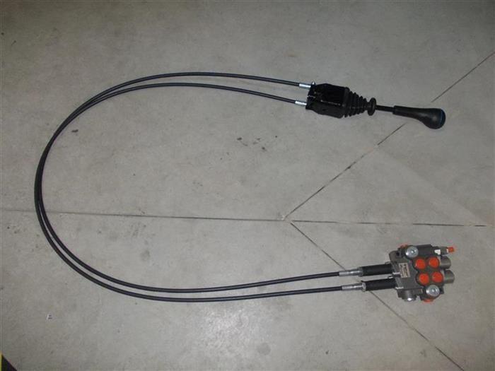 Distribuitor incarcator frontal cu cabluri de 1,5 metri - joystick