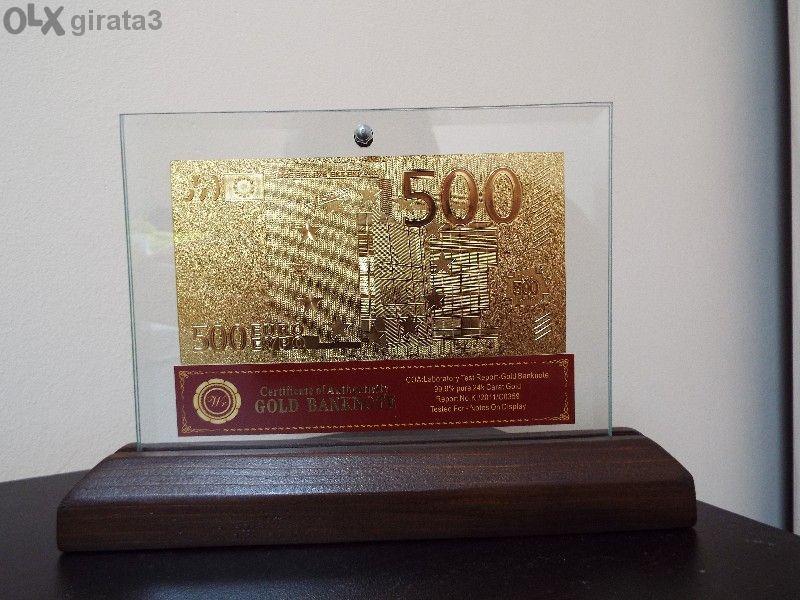 500 еврови златни банкноти в стъклена поставка и масивно дърво + Серти