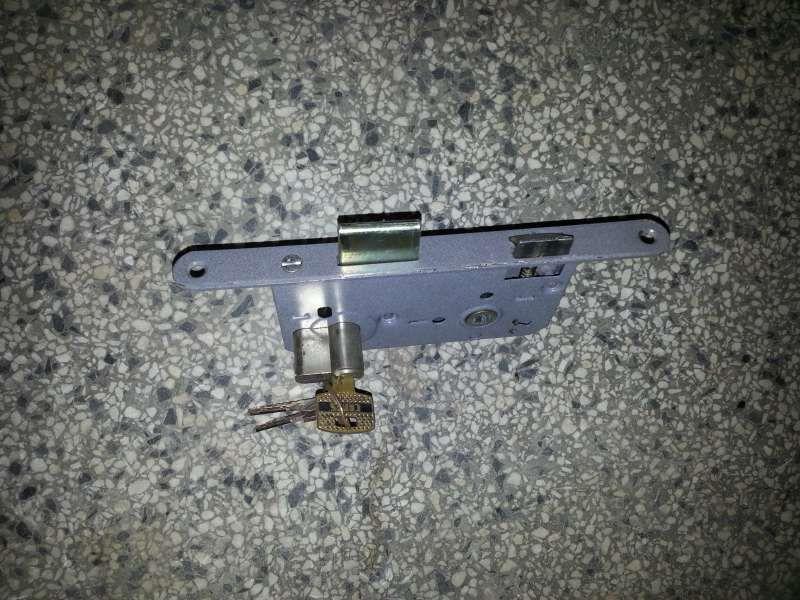 Брава с патрон - декаба 7см и заключващ механизъм за врата