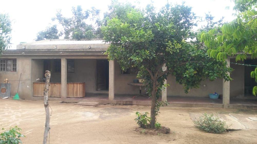 vendo casa tipo 2 em khongolote 1 de maio perto da escola1 de maio