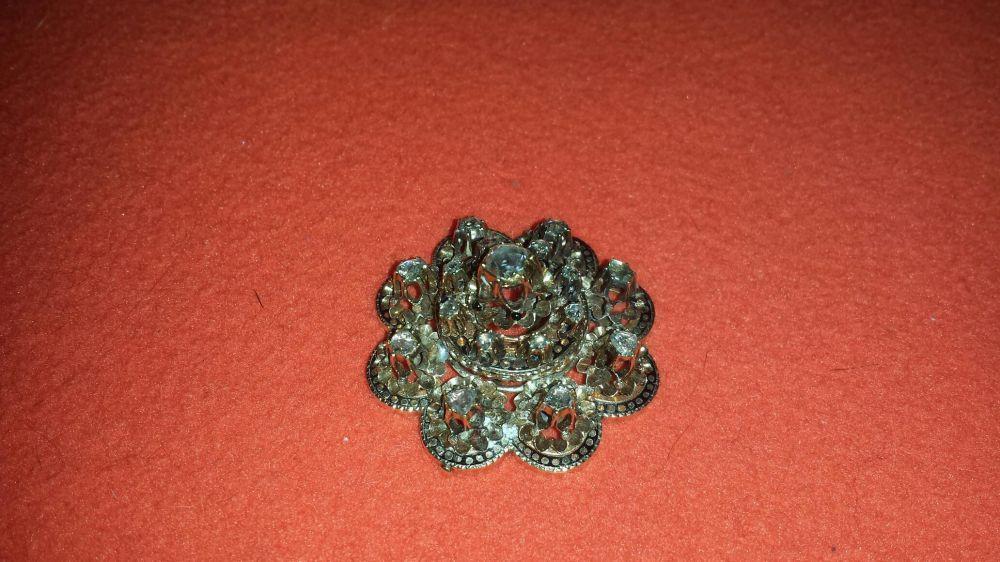 Vand sau schimb broşă de aur cu 17 diamante mari