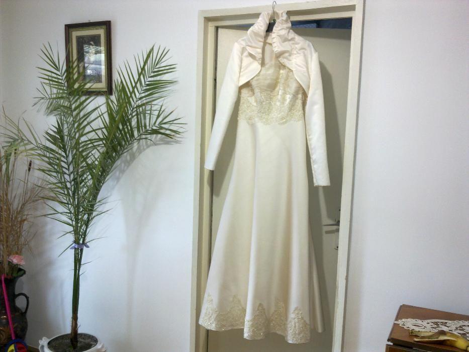 Vand rochie de mireasa ,, super creatie ''