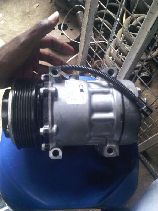 Vendo compressor de AC para Land Rover Defender com entrega domiciliar