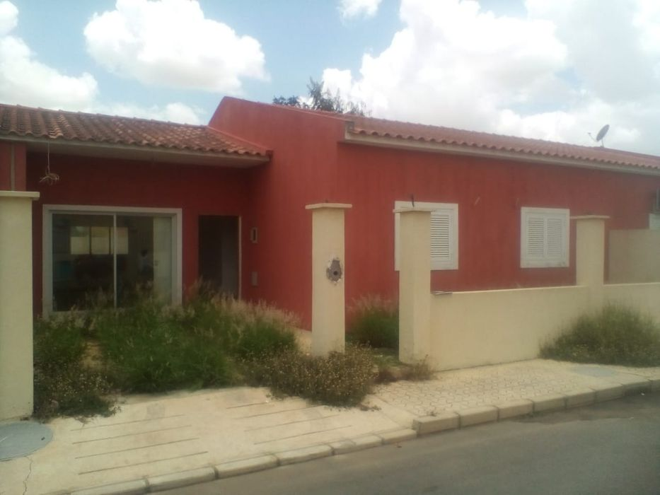 Arrendamos Vivenda T3 Condomínio Acácias de Viana