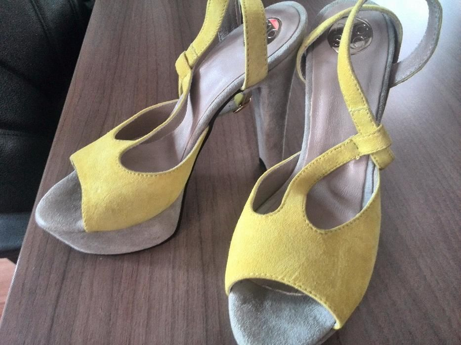 Sandale piele intoarsa galben cu gri, marime 36,