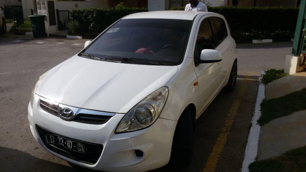 Hyundai i20 a venda. Útilizado por uma mulher.