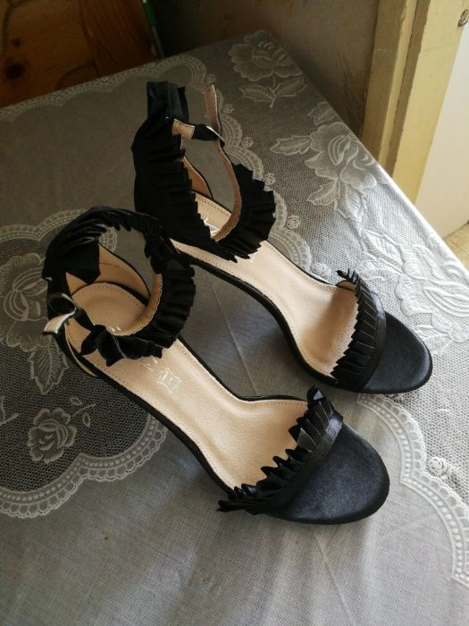 Обувките не са носени ,токчето е 10 см