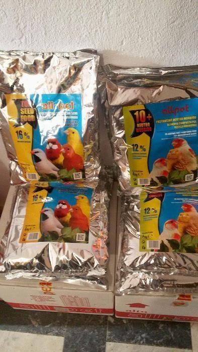 Суха-яйчна и влажна храна за канарчета и всякакви декоративни птици