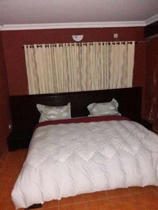 Arrendo uma casa T3 com mobiliário e todos quartos suite