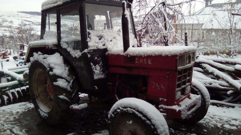 Dezmembrez Tractor International 744