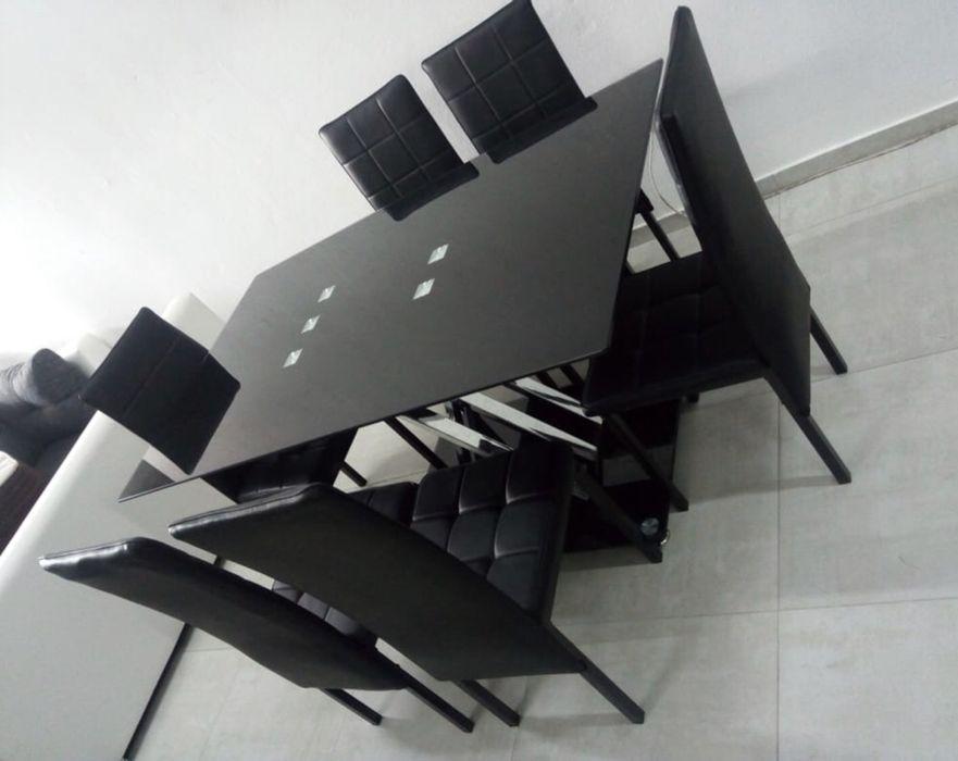 Mesa de vidro e 6 cadeiras