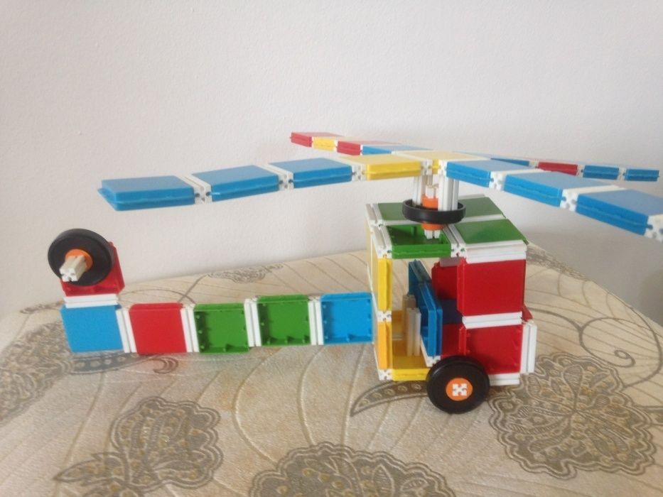 Продам детский пластиковый конструктор Four Angles