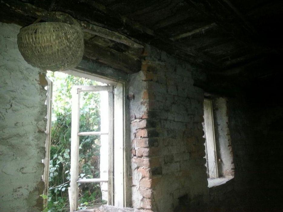 Стара двуетажна къща-занаятчийска; с възрожденска атмосфера .