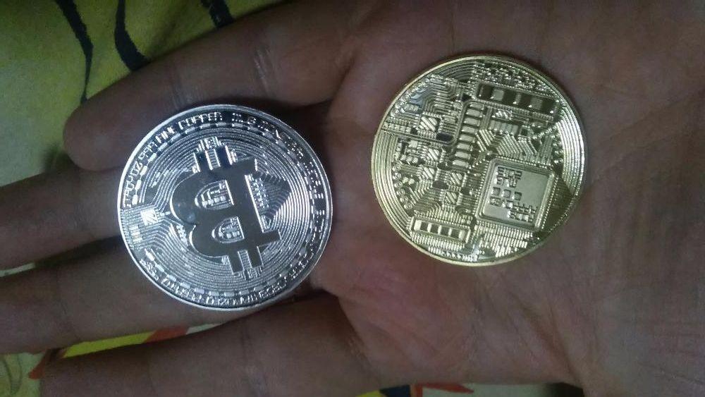 сувенирная монета BITCOIN.