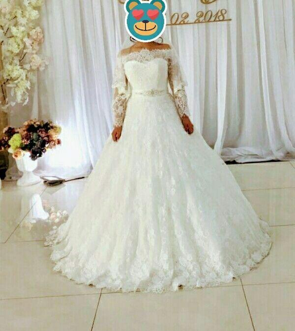 Продаю свадебное платье +полусапожки+вечернее платье в подарок